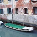 Installation einer Entfeuchtungsanlage in den Kanälen von Venedig